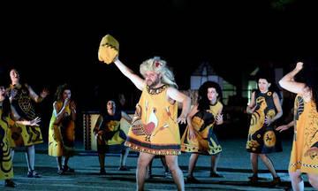 Οι «Θεσμοφοριάζουσες» για μία τελευταία παράσταση στο Ηρώδειο
