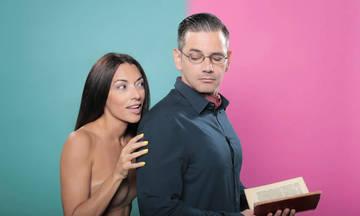 Το εξυπνοπούλι και η γάτα, μια ρομαντική κομεντί στο Faust