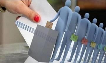 Νέα δημοσκόπηση μετά τη ΔΕΘ – Κλείνει η ψαλίδα – Ντέρμπι οι εκλογές