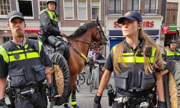 Τί είδαν οι οπαδοί της ΑΕΚ στο Άμστερνταμ: ΜΑΤ με ασπίδες από ξύλο λυγαριάς!