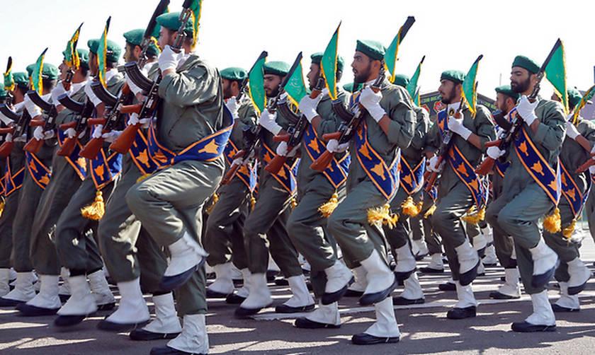 Συναγερμός στο Ιράν: Επίθεση ενόπλων σε στρατιωτική παρέλαση με νεκρούς