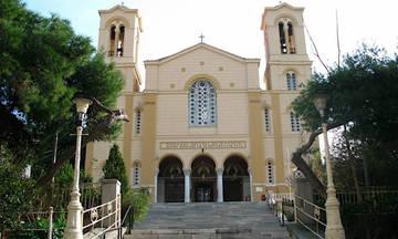 Εισβολή 20 - 30 ατόμων σε εκκλησία στο κέντρο της Αθήνας
