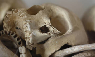 Iερείς έκλεψαν από μονή της Χίου κρανίο από τη σφαγή του 1822