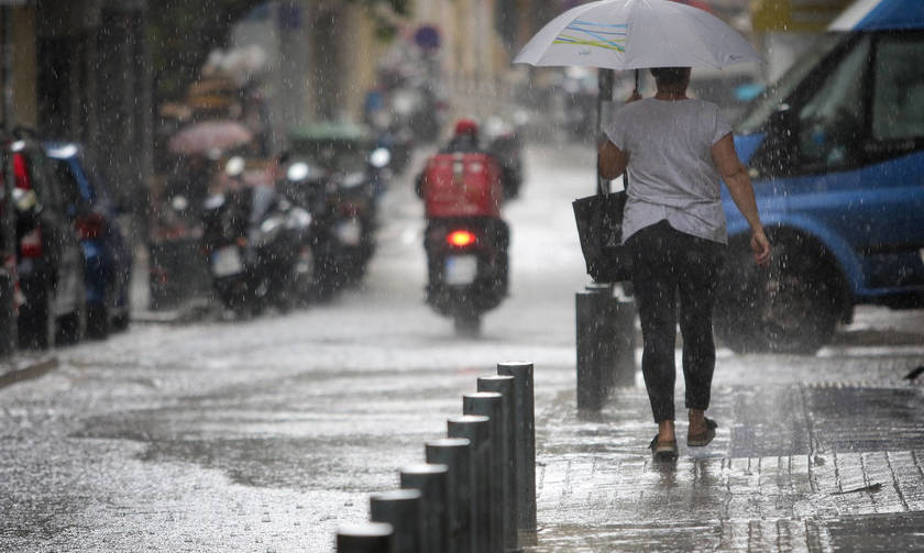 Καιρός: Πέφτει η θερμοκρασία, βροχές και καταιγίδες στη χώρα