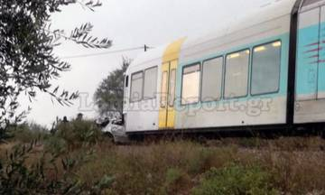 Τρένο συγκρούστηκε με ΙΧ έξω από τη Λαμία: Εγκλωβισμένοι επιβάτες