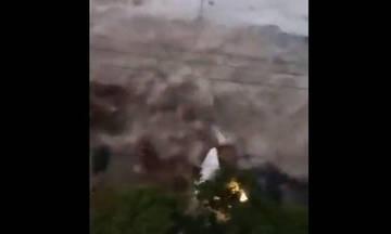 Ισχυρό τσουνάμι στην Ινδονησία μετά τον σεισμό των 7,1 Ρίχτερ (Video)