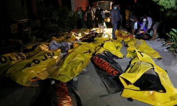 Ασύλληπτο: Περισσότεροι από 830 οι νεκροί από τον σεισμό και το τσουνάμι στην Ινδονησία