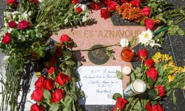 Καλλιτέχνες και φίλοι αποχαιρετούν τον Σαρλ Αζναβούρ