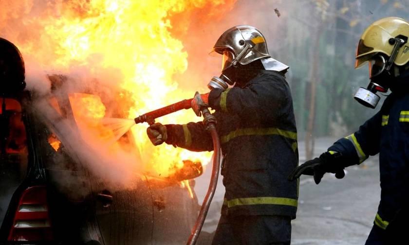 Πυρκαγιά σε κτίριο στο Μεταξουργείο και σε αυτοκίνητο στο Μενίδι