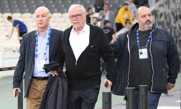 Ένταση ανάμεσα σε οπαδούς της ΑΕΚ και τον Σάββα Θεοδωρίδη (pics)