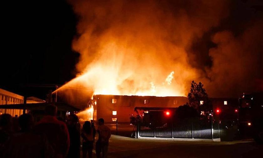 Καβάλα: Στάχτη μεγάλη αποθήκη καπνών, σε επιφυλακή η πυροσβεστική (vid)
