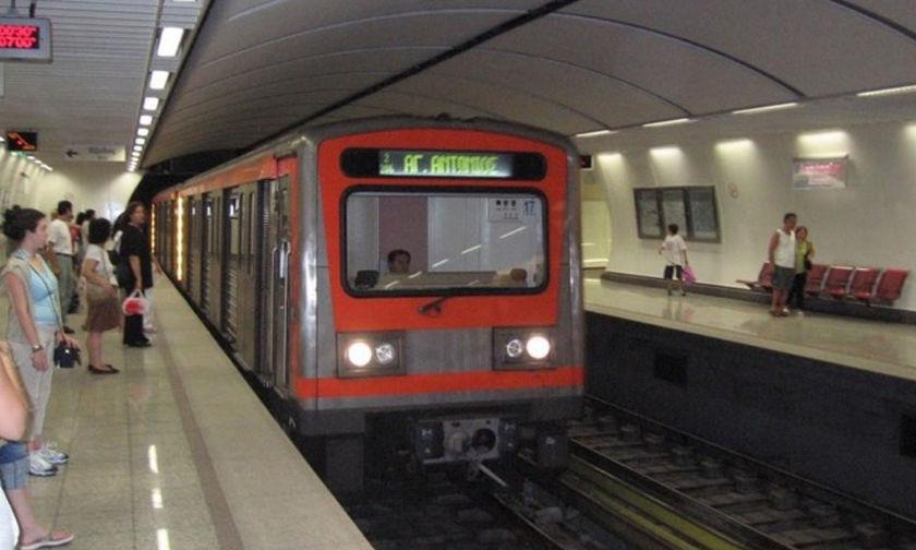 Πορτοφολάδες πιάστηκαν στο Μετρό- Δείτε τι ακολούθησε (vid)
