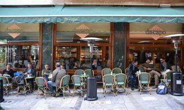 Πασίγνωστο μπαρ-καφέ στο Κολωνάκι κατηγορείται για ρευματοκλοπή