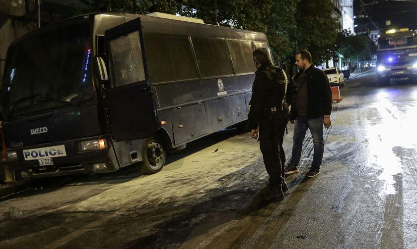 Επίθεση στο Α.Τ. Ομόνοιας - Στο νοσοκομείο τέσσερις αστυνομικοί