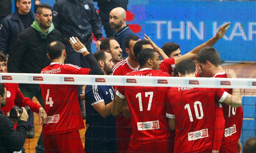 Η αθλητική δικαστής κλείνει το... μάτι στον ΠΑΟ, προκειμένου να παίξει με κόσμο με τον Ολυμπιακό!