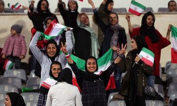Επανάσταση στο Ιράν: Άνοιξαν το γήπεδο για τις γυναίκες!