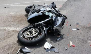 Γυναίκα με μπικίνι πέφτει από κινούμενη μοτοσυκλέτα- Δείτε το αποτέλεσμα (vid)