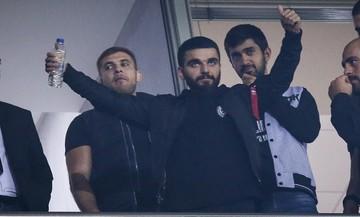 Ο Γιώργος Σαββίδης έπλυνε τα αυτοκίνητα των παικτών του ΠΑΟΚ (vid)