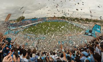 Φανταστική ατμόσφαιρα των οπαδών της Μπελγράνο πριν το ματς με την Χιμνάσια Λα Πλάτα (vid)