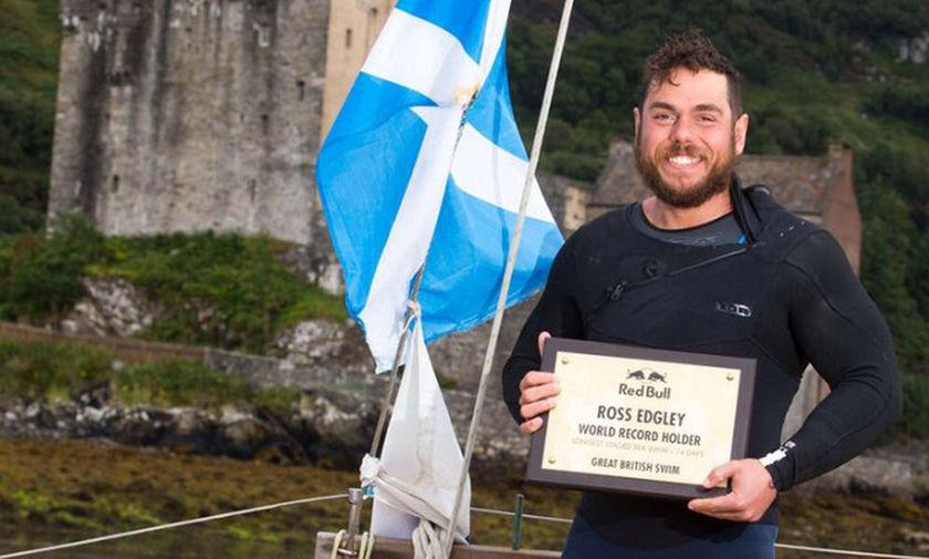 Ο άνθρωπος που έκανε το γύρο της Μεγάλης Βρετανίας κολυμπώντας σε 157 μέρες