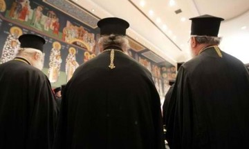 Πόσα εκατομμύρια ευρώ δίνει το κράτος για τους μισθούς των κληρικών;