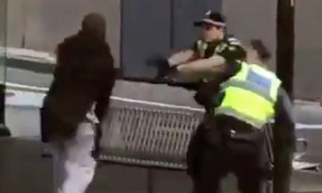 Ένας νεκρός και 2 τραυματίες από επίθεση με μαχαίρι στη Μελβούρνη (pic/vid)