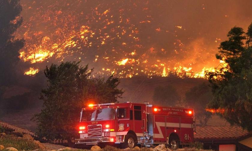 Καλιφόρνια: Εννέα νεκροί από την πύρινη κόλαση – Κάηκαν 6.000 σπίτια και επιχειρήσεις! (pic/vid)