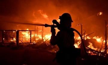 Πύρινη κόλαση στην Καλιφόρνια: 25 νεκροί εντοπίστηκαν στις στάχτες