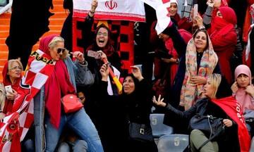 «Κορίτσια, πάμε γήπεδο». Η φράση που από χθες ακούγεται και στο Ιράν (pic)
