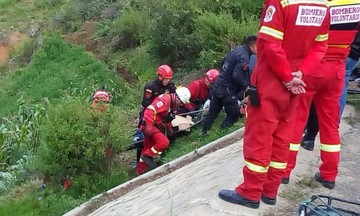 Επτά νεκρά παιδιά από πτώση λεωφορείου σε χαράδρα -Μέλη ποδοσφαιρικής ομάδας (pics)