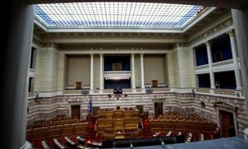 Βουλή: Οι βουλευτές ψήφισαν αναδρομικά για τους εαυτούς τους