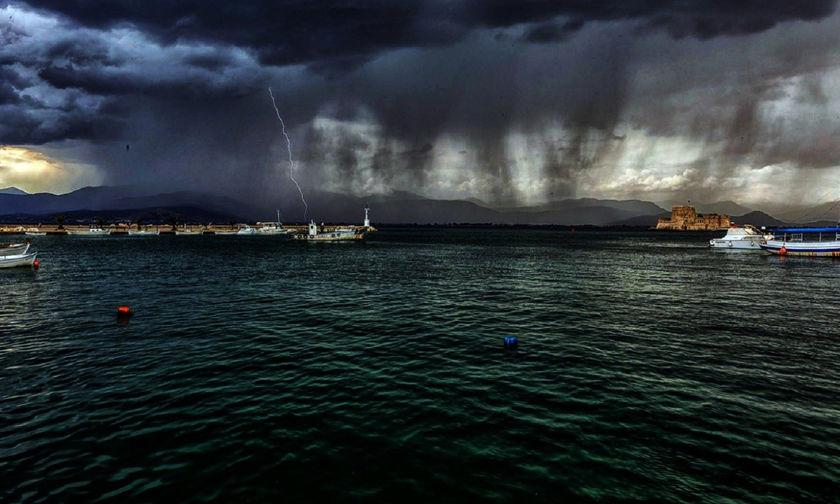 Έβγαλε δόντια ο καιρός - Βροχές και καταιγίδες
