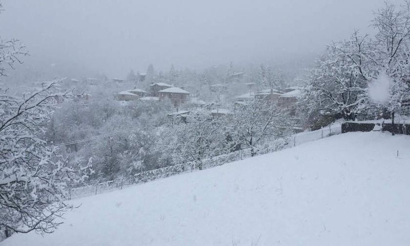 Το χιόνι εγκλώβισε 30 εκδρομείς σε καταφύγιο στην Κοζάνη