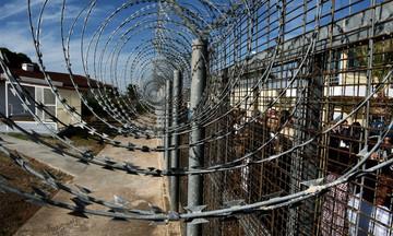 Καθαρίστρια μέσα από την φυλακή: «Έτρεμα μη μεγαλώσουν τα παιδιά μου στο ίδρυμα όπως εγώ» (vid)