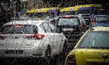 «Κόλαση» στους δρόμους: Που υπάρχει μποτιλιάρισμα λόγω βροχής - Δείτε ζωντανά