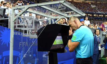 Το VAR πάει... Champions League!