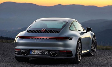 H Porsche έκανε τα «αποκαλυπτήρια» της νέας 911