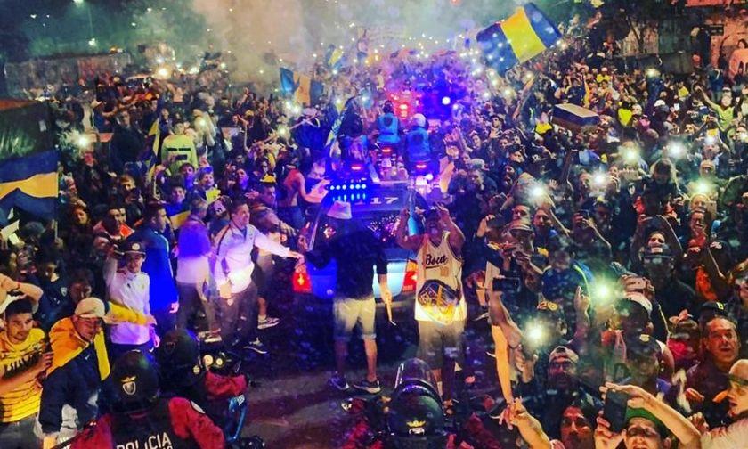 Αυτό σημαίνει τρέλα - Χιλιάδες οπαδοί ξεπροβοδίζουν τη Μπόκα Τζούνιορς (vid)
