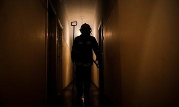 Άνω Πατήσια: Απεγκλωβίστηκε ζευγάρι ηλικιωμένων από φωτιά σε διαμέρισμα