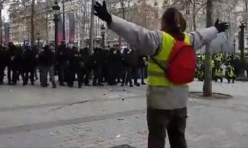 Γάλλοι Αστυνομικοί κάνουν σκοποβολή πάνω στα κίτρινα γιλέκα! (vid)