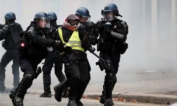 Κίτρινα Γιλέκα: 975 συλλήψεις, πάνω από 120 τραυματίες
