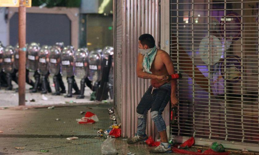 Γης μαδιάμ το Μπουένος Άιρες - Η φιέστα έγινε... πόλεμος (vis-pics)