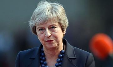 Brexit: Ύστατες κινήσεις της Τερέζα Μέι να αποφύγει το χάος