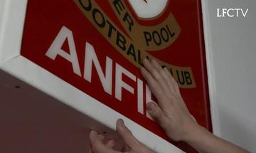 Ο Μέρτενς για την περίφημη πινακίδα στο Άνφιλντ: «Που είναι αυτό το πράγμα;»