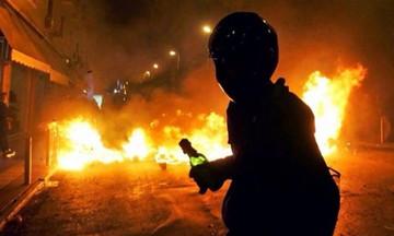 Νέα καταδρομική επίθεση με μολότοφ στην έδρα των ΜΑΤ στην Καισαριανή