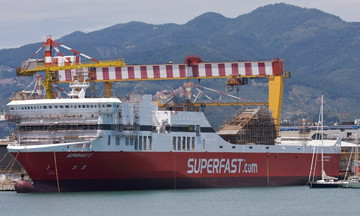 Λαχτάρα για 126 επιβάτες: Προσέκρουσε στο λιμάνι της Πάτρας το «superfast 2»
