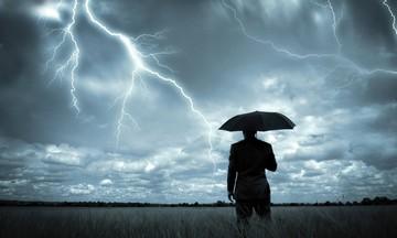 Βροχές και καταιγίδες σήμερα - Πτώση της θερμοκρασίας