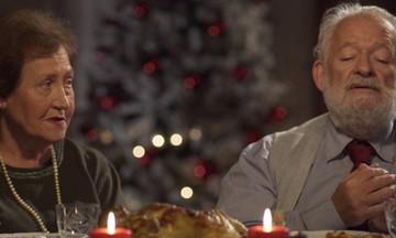 «Επισκέπτες»: Η συγκινητική ταινία των Χριστουγέννων (vid)