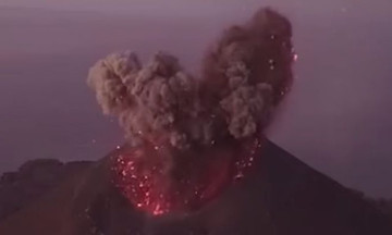 Συγκλονιστικό βίντεο από τη στιγμή της έκρηξης του ηφαιστείου στην Ινδονησία!