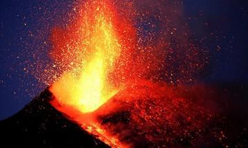 Ιταλία: Εξερράγη το ηφαίστειο της Αίτνας - Έκλεισε το αεροδρόμιο στην Κατάνια!